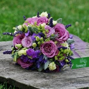 Svatební kytice kulatá.