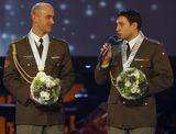 veřejné předávání kytice při slavnostním vyhlášení