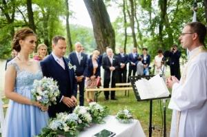 Květinová výzdoba na církevní obřad.