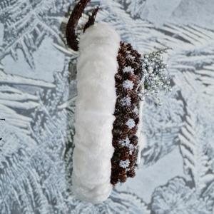 Vánoční věnec na dveře s šiškami