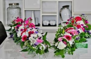 Květinová výzdoba auta na svatbu